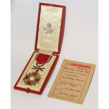 Złoty Krzyż Zasługi z Mieczami wraz z dokumentem nadania