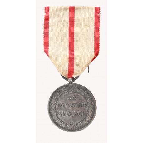 """Medal """"ZA RATOWANIE GINĄCYCH"""" z dokumentem nadania"""