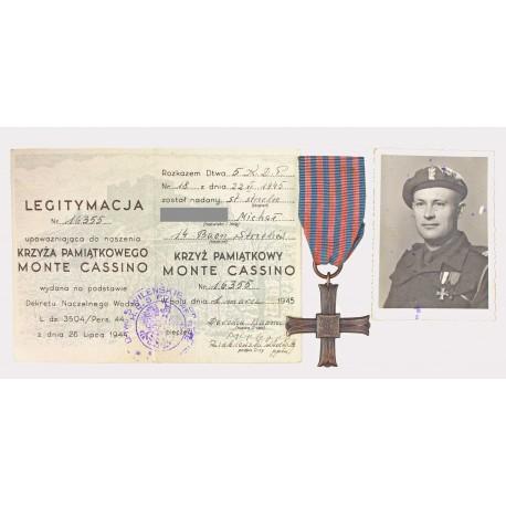 Krzyż Monte Cassino z dokumentem nadania