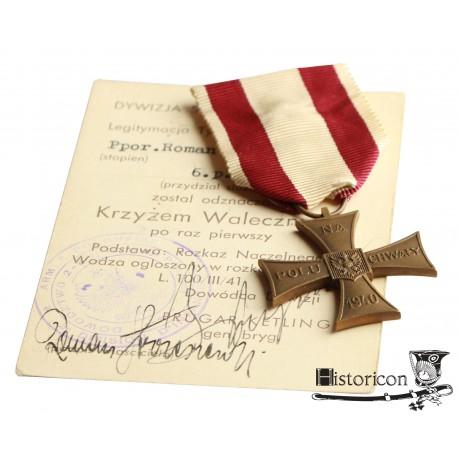 Krzyż Walecznych z datą 1940 z dokumentem