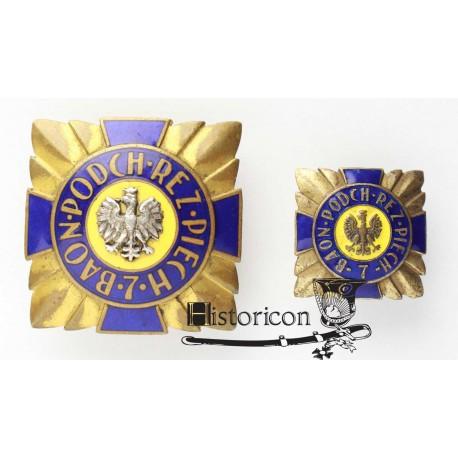 Odznaka 7 Baonu Podchorążych Piechoty z miniaturą